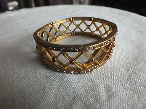 【送料無料】ブレスレット アクセサリ― ストレッチブレスレットゴールドトーンクリアワウbeautiful stretch bracelet gold tone openwork clear red rhinestones 34 w wow