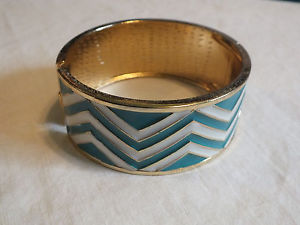 【送料無料】ブレスレット アクセサリ― 114インチクランプブレスレットコガモエナメルnicebeautiful clamp bracelet gold tone teal white enamel 1 14 inch wide nice