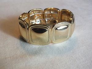 【送料無料】ブレスレット アクセサリ― ストレッチブレスレットゴールドトーンテクスチャbeautiful stretch bracelet gold tone shiny texture 1 wide x apprx 2 14 across