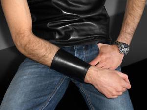 【送料無料】イタリアン ブレスレット ワイドカフブレスレットampia bracciale in pelle nera stulpe pelle bracciale