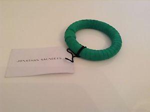 【送料無料】イタリアン ブレスレット スエードジョナサンサンダースブレスレットエメラルドグリーンブレスレットbnwt 100 auth jonathan saunders braccialetto verde smeraldo braccialetto in pelle scamo