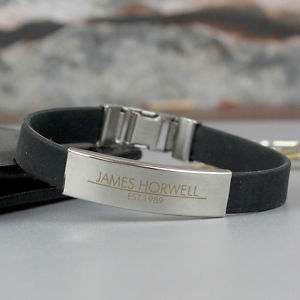 【送料無料】メンズブレスレット パーソナライズゴムアンプスチールブレスレットプレゼントpersonalised engraved mens rubber amp; steel bracelet birthday gift for him
