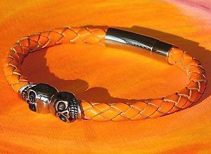 【送料無料】メンズブレスレット ツインスカルオレンジレザーライムベイアートステンレススティールブレスレットtwin skull orange braided leather amp; stainless steel bracelet by lyme bay art