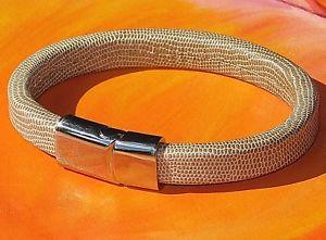 【送料無料】メンズブレスレット メンズレディースベージュアンプステンレスライムベイアートスチールブレスレットmens ladies 10mm beige leather amp; stainless steel bracelet by lyme bay art