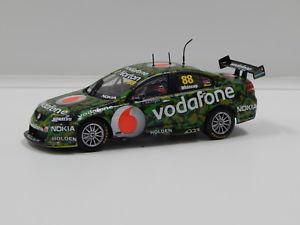 【送料無料】模型車 スポーツカー コモドールチームボーダフォンタウンズビル#143 ve commodore team vodafone sucrogen townsville 400 jwhincup 2011 88 c