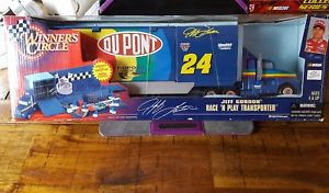 【送料無料】模型車 スポーツカー listingwinners circle ̄24 jeff gordon racen play transporter 1999 nib listingwinners circle ~ 24 jeff gordon race n play tr