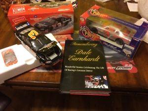 【送料無料】模型車 スポーツカー ブックデイルアーンハートアクションブル2 cars amp; book dale earnhardt2001 action no bull amp; 95 silver selectt v 124 wc