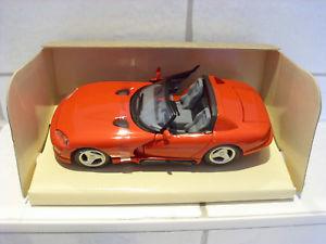 【送料無料】模型車 スポーツカー ダッジバイパーレッドdodge viper rt10 red 1995 maisto bnib 124 playbear well preserved