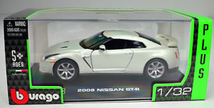 【送料無料】模型車 スポーツカー ホワイトスケールフォンnissan gt r 2009 white scale 13 2 von bburago