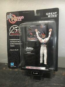 【送料無料】模型車 スポーツカー デイルアーンハートサークルdale earnhardt winners circle great wins 25th anniversary 1998 figurine