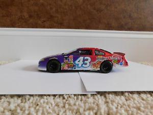 【送料無料】模型車 スポーツカー リチャードペティサインベリーバーストパックシリアル#チームキャリバーrichard petty autographed 2003 berry burst cheerios 43 team caliber 124 car