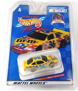 【送料無料】模型車 スポーツカー ホットホイールレーシングスロットカーelectric hot wheels racing ernie irvan 164 slot car 1999 36930 mamp;m