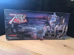 【送料無料】模型車 スポーツカー デイルアーンハートアクションダイカストdale earnhardt 124 action diecast 2000 75th win