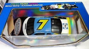 【送料無料】模型車 スポーツカー マイケルモンテカルロvtg hotwheels 7 michael waltrip klaussner furniture 1999 monte carlo nascar 124