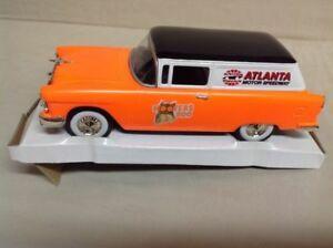 【送料無料】模型車 スポーツカー フーターズシボレーリバティアトランタモータースピードウェイフクロウhooters 500 1955 chevrolet delivery liberty classics atlanta motor speedway owl