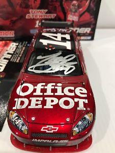 【送料無料】模型車 スポーツカー #トニースチュワートィスデポポコノレースサイン2009 14 tony stewart ice depot pocono raced win autographed