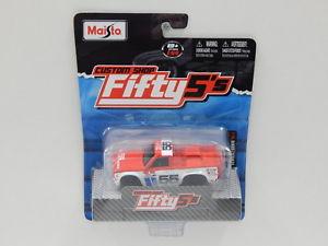 【送料無料】模型車 スポーツカー 1551975datsunトラック620ホワイト55マイスト25016