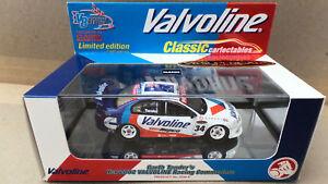 【送料無料】模型車 スポーツカー ガースホールデンコモドールスケール#garth tander valvoline holden vx commodore 2002 143 scale 10344