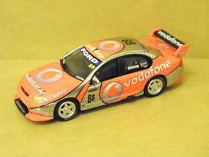 【送料無料】模型車 スポーツカー 164 team vodafone bfファルコンjwhincup200788 carlectables 64121164 team vodafone bf falcon jwhincup 2007 88 carlectables 64121
