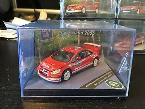 【送料無料】模型車 スポーツカー プジョー307wrc フィンランドラリー2005 mグロンホルム ドライバー2160410peugeot 307 wrc finland rally 2005 m gronholm 410 of 2160 with drivers