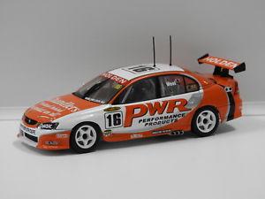 【送料無料】模型車 スポーツカー アヴィホールデンコモドール#オートアート143 holden vy commodore pwr pweel 2004 16 auto art 60465