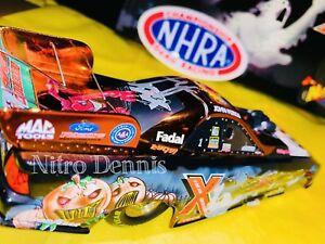 【送料無料】模型車 スポーツカー nhra john force 124ダイカストhalloweenエンジンニトロ2003norwalknhra john force 124 diecast halloween funny car nitro 2003 norwalk sign