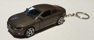【送料無料】模型車 スポーツカー バトンガールaudi a5クーペダイカストキーホルダーmajorette audi a5 coupe high detail diecast car keyring
