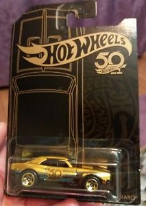 【送料無料】模型車 スポーツカー ホットホイールブラックゴールドカマロ