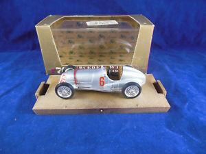 【送料無料】模型車 スポーツカー メルセデスベンツシルバーレーシングスケールbrumm r70 1937 mercedes benz w125 in silver hp646 racing 6  143 scale