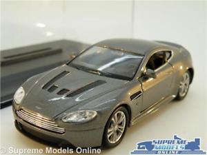 【送料無料】模型車 スポーツカー astonmartin v12 vantage db9 model car 138 scalegrey wellydisplay case k8qaston martin v12 vantage db9 model car 138 scale