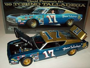 【送料無料】模型車 スポーツカー デービッドピアソン1969トリノタラデガ17テネシーモータ124david pearson 1969 torino talladega 17 east tennessee motor 124 racing legends