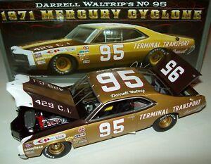 【送料無料】模型車 スポーツカー サイクロン#darrell waltrip 1971 mercury cyclone 95 terminal transport 124 nascar legends