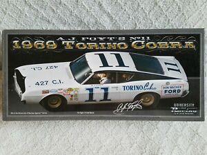 【送料無料】模型車 スポーツカー フォイト#トリノレーシングサインコブラ124 aj foyt 11 1969 torino cobra university of racing legends autographed