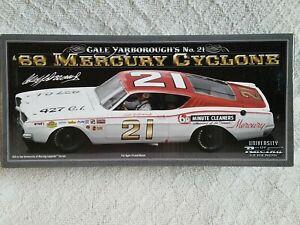 【送料無料】模型車 スポーツカー サイクロンレーシングサイン124 c yarborough 21 1968 mercury cyclone univ of racing legends autographed