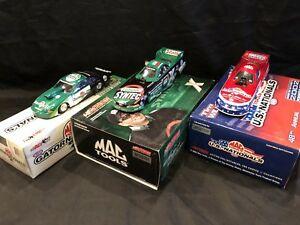 【送料無料】模型車 スポーツカー トニーヴィスウィルカーソンカーロット listing124 tony pedregon tim wilkerson funny cars lot of 3
