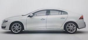 【送料無料】模型車 スポーツカー モーターシティボルボsクリスタルホワイトパールmotor city 118 volvo s60 2015 crystal white pearl