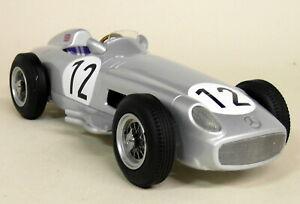 【送料無料】模型車 スポーツカー スケールコケメルセデスイギリスモデルカーiscale 118 scale s moss mercedes w196 f1 1955 winner british gp resin model car