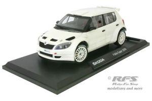【送料無料】模型車 スポーツカー シュコダファビアアスファルトボディラリーバージョンskoda fabia s2000 asphalt plain body rally version 2010 118 abrex 18604e
