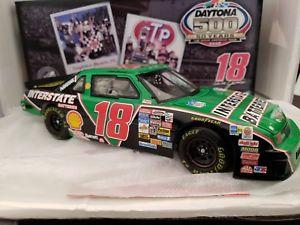 【送料無料】模型車 スポーツカー デイルジャレット#デイトナレースdale jarrett 18 interstate batteries daytona 500 raced winner 124th nascar