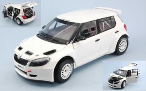 【送料無料】模型車 スポーツカー skoda fabia ii fl s20002010118モデルabrexskoda fabia ii fl s2000 2010 gravel wheel white 118 model abrex