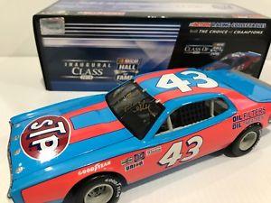 【送料無料】模型車 スポーツカー リチャードペティサインダッジチャージャーホールrichard petty 1974 dodge charger hall of fame autographed 124 historical