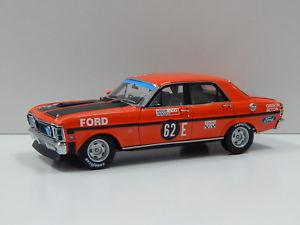 【送料無料】模型車 スポーツカー フォードフェーズバサーストギブソンカール118 ford xw falcon gtho phase ll 1970 bathurst fgibson amp; bseton 62e carl