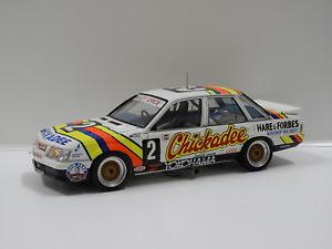 【送料無料】模型車 スポーツカー ホールデンコモドールバサーストベイリークラシック118 holden vk commodore 1986 bathurst winner gricebailey 2 classic carlec