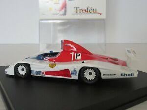 【送料無料】模型車 スポーツカー ポルシェキロシルバーストーンイクスレッドマンスケール