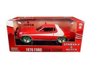 【送料無料】模型車 スポーツカー チェイスバージョンスタスキーハッチモデルフォードグラントリノスケールグリーンchase version starsky hutch car model ford gran torino 1976 scale 124 green