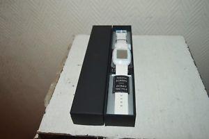 【送料無料】腕時計 プジョーヌフブレスレットブランウォッチmontre tactile peugeot neuf boite acier relojwatch voiture bracelet blanc