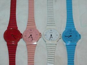 【送料無料】腕時計 ロットブラースイスカラーlot 4 montre suisse couleurs buler 7194 uhr swiss made lady colored watch color