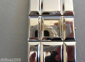 【送料無料】腕時計 ブレスレットカフアルジェントミラーウォッチguess montre bracelet manchette carree gris argent miroir mirror woman watch