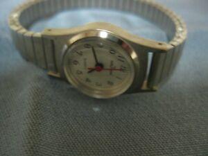 【送料無料】腕時計 シルバーストーンウォルサムクォーツレディースcollectible silver tone waltham quartz ladies wristwatch