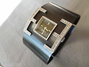 【送料無料】腕時計 ブレスレットノワールファムラインストーンカフウォッチesprit montre bracelet carree gris acier noir strass manchette femme woman watch